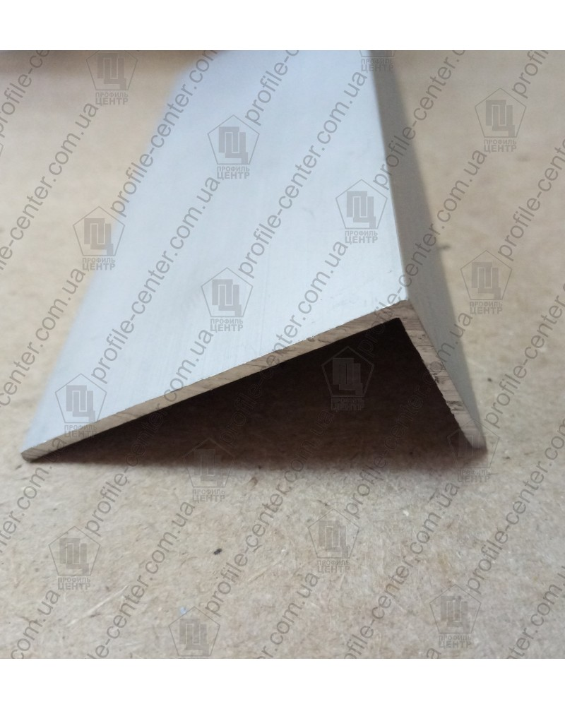 10*20*2. Алюминиевый уголок разносторонний, анод «Серебро»