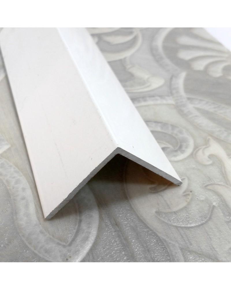 15*15*1. Алюминиевый уголок равносторонний, крашенный «Белый». Длина 3,0 м.